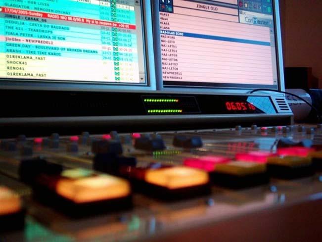 radio-studio-ilust-naj-651