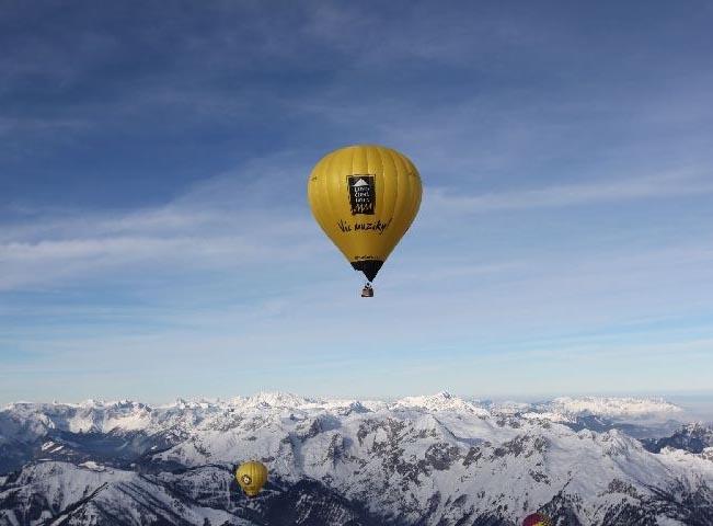 cerna-hora-balon-alpy-651