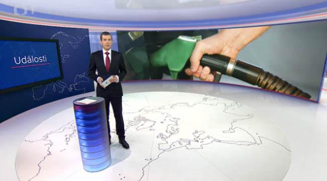 Některé reportáže mají obří grafiku na pozadí studia, reprofoto ČT / RadioTV.cz