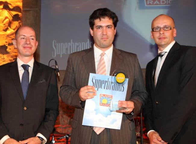 Programový ředitel Rádia BLANÍK Daniel Rumpík přebírá ocenění Superbrands, foto: Rádio BLANÍK