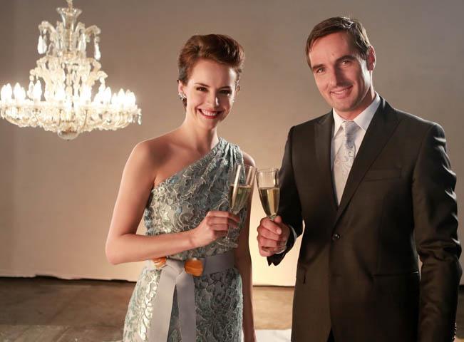 Novoroční přípitek v podání Gabriely Kratochvílové a Romana Šebrleho, foto: TV Prima
