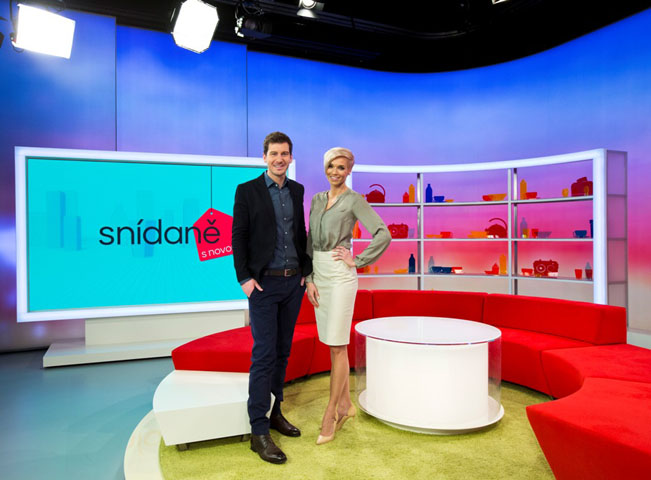 Moderátoři Snídaně s Novou Hana Mašlíková a Petr Říbal v novém multifunkčním studiu, foto: TV Nova