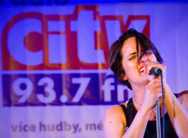 Důležitým prvkem spolupráce Hitrádií je i pořad CITY Live. Ilustrační foto: Radio CITY 93,7 FM