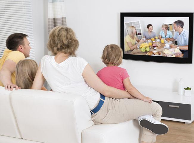 televize-rodina-sleduje-think-651