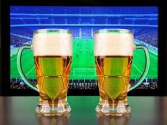 Fotbal v televizi láká diváky dlouhodobě. Ilustrační foto Shutterstock.com