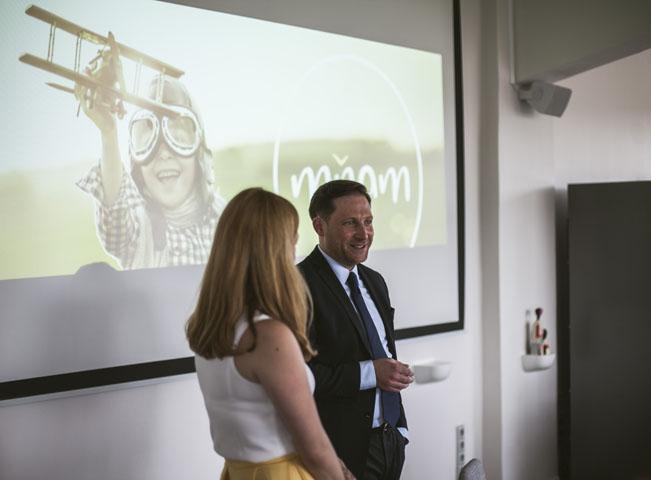 Ředitel Mňam TV Pál Milkovics představuje letní program lifestylové televize Mňam TV, archivní foto: CE Media