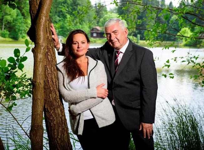 Miroslav Donutil a Dana Morávková ve druhé sérii české adaptace seriálu Doktor Martin. Foto: Česká televize