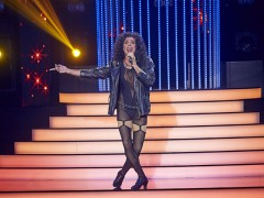 Roman Vojtek jako zpěvačka Cher v soutěži Tvoje tvář má známý hlas. Ilustrační foto TV Nova