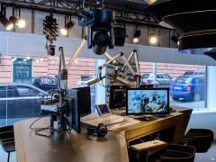 Prosklené studio Radia Wave. Foto pro Česky rozhlas - Khalil Baalbaki