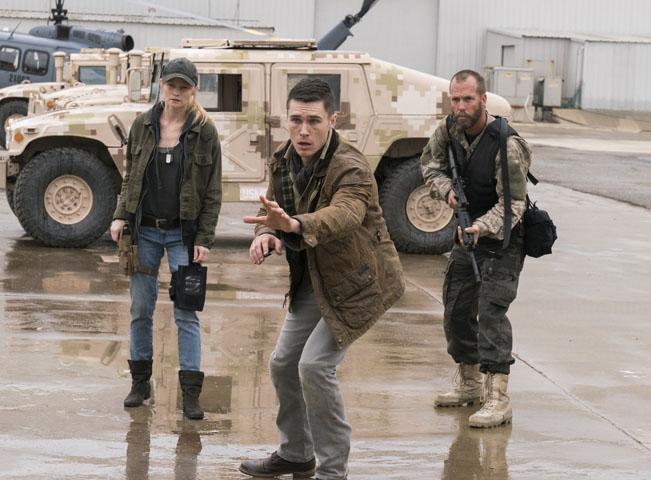 Momentka z třetí série Fear the Walking Dead - Živí mrtví: Počátek konce. Foto: Michael Desmond pro AMC. Fotografii poskytla AMC Networks International CE