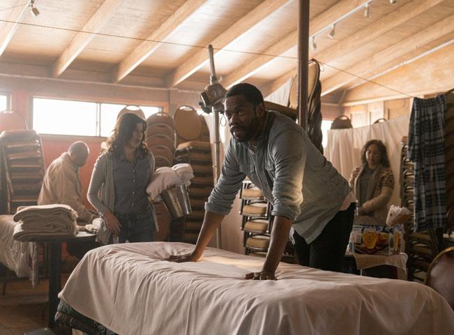 Colman Domingo jako Victor Strand a Karen Bethzabe v roli Eleny ve tťetí sérii Fear the Walking Dead - Živí mrtví: Počátek konce. Foto: Michael Desmond pro AMC. Fotografii poskytla AMC Networks International CE