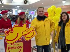 Promotým Rádia Petrov na jedné z veřejných akcí. Zdroj: www.radiopetrov.com