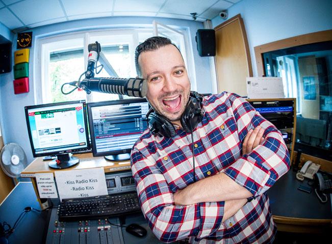 Michal Kavalčík alias Ruda z Ostravy ve studiu KISS rádií. Foto poskytla: FTV Prima