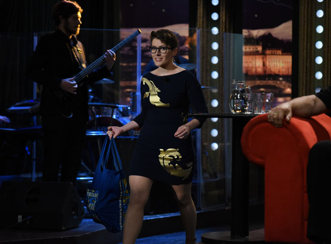 Erotická umělkyně Barbora Maštrlová přichází na scénu. Zdroj: FTV Prima