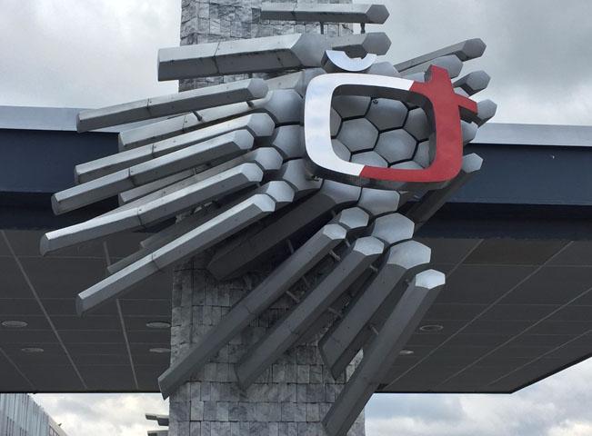 Předchozí dlouholeté logo České televize můžete ještě i dnes vidět před hlavní budovou ČT. Ilustrační foto Martin Petera pro RadioTV.cz