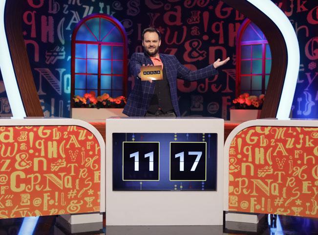 Scéna nové soutěže Heslo, kterou můžete sledovat na slovenské verzi hlavního programu TV Joj. Moderátorem je Milan Junior Zimnýkoval. Foto: TV Joj