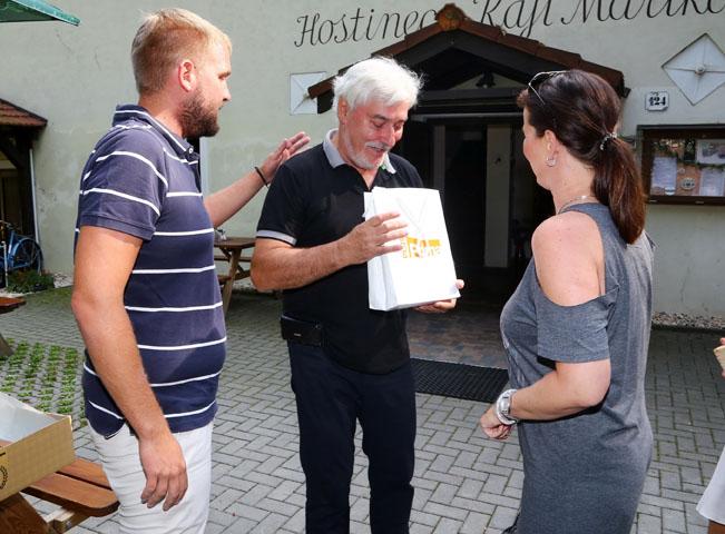 Gratulanti Jana Rosáka. Foto: FTV Prima