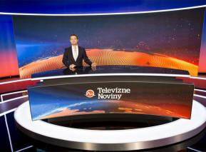 Multifunkční studio TV Markíza z roku 2017. V pozadí moderátor hlavní zpravodajské relace Viktor Vincze. Zdroj: TV Markíza