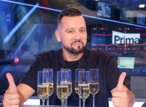 Michal Kavalčík ve zpravodajském studiu TV Prima. Zdroj: FTV Prima
