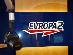 Logo ve studiu rádia Evropa 2. Foto: Evropa 2 / Lagardere Active ČR
