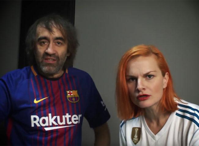 Screenshot z videoupoutávky na El Clásico v podání Jakuba Koháka a Ivy Pazderkové