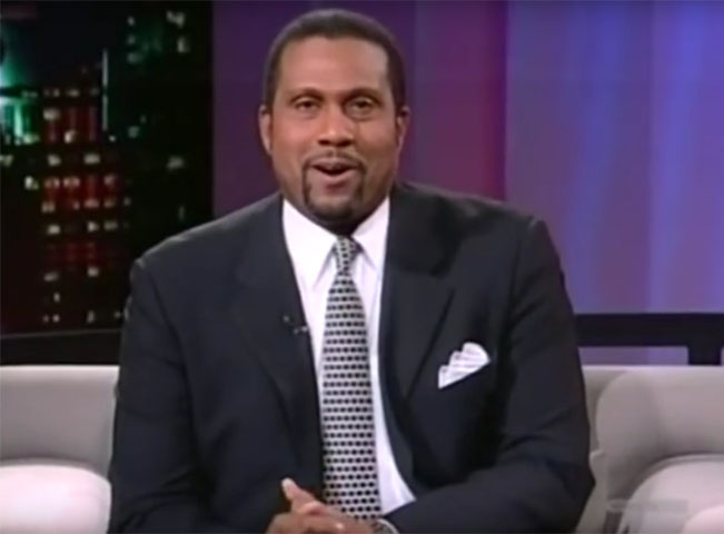 Moderátor a publicista Tavis Smiley. Screenshot z YouTube.com