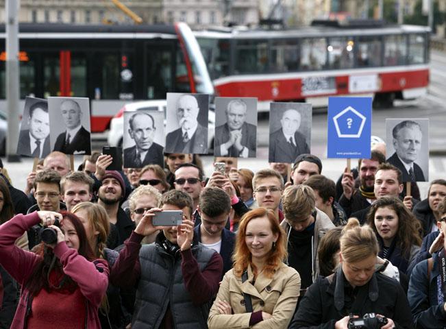 Voliči Tondy Blaníka ve filmu Prezident Blaník. Foto: Seznam.cz