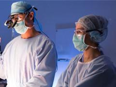 Momentka ze seriálu Doktor srdcař (Doctor Doctor) na FilmBox. Zdrojem fotografie je červnový mediakit skupiny programů FilmBox