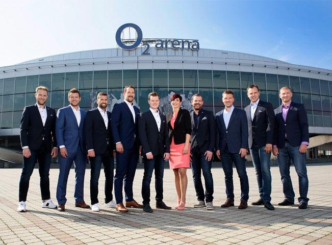 Hokejová redakce O2 TV před O2 arénou. Zdroj: Tisková zpráva O2 TV