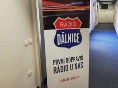 Poutač Rádia Dálnice v prostorách Autoklubu ČR. Foto: Juraj Koiš, foceno mobilním telefonem