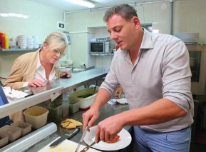Jitka Pagana radí v kuchyni. Foto poskytla FTV Prima
