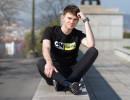 YouTuber Karel Kovář alias Kovy v kampani Cartoon Network s názvem CN Be a Buddy, not a Bully aneb Buď kámoš, postav se šikaně. Fotografii poskytla agentura zastupující Cartoon Network na českém trhu