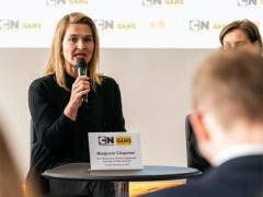 Malgosia Chapman na tiskové konferenci ke kampani CN Buddy, Buď kámoš, postav se šikaně. Fotografii poskytla agentura zastupující značku Cartoon Network na českém trhu