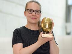 Cenu za tvůrčí tým převzala dramaturgyně Kateřina Rathouská. Foto Khalil Baalbaki pro Český rozhlas