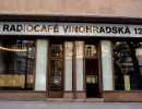 Vchod do kavárny Radiocafé Vinohradská 12. Foto: Khalil Baalbaki pro Český rozhlas