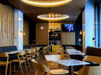 Interiér kavárny Radiocafé Vinohradská 12. Foto: Khalil Baalbaki pro Český rozhlas