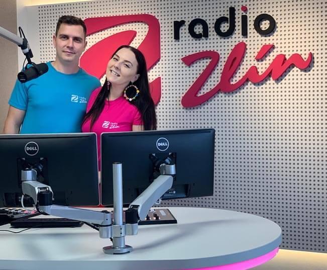Ranní moderátoská dvojice v novém studiu Rádia Zlín. Foto: Rádio Zlín