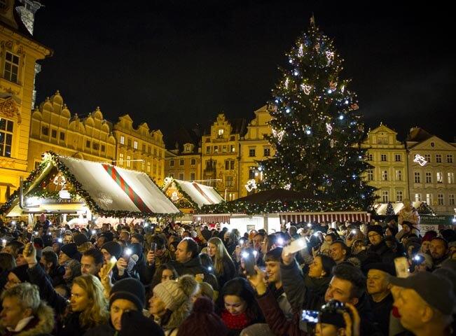 Pohled na vánoční strom z pódia. Foto: Hitrádio CITY 93,7